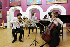 Чудесный Моцарт на открытии выставки Ирины Мащицкой «ОТКРЫТИЕ ВРАТ НЕБА»