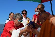 Последний день учений Его Святейшества Дрикунг Кьябгона Четсанга на острове Огой у Ступы Просветления